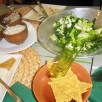 pesto de masline, pesto busuioc, crema de caju cu marar si praz, salata verde cu sprouts, cracker-mix seminte incoltite