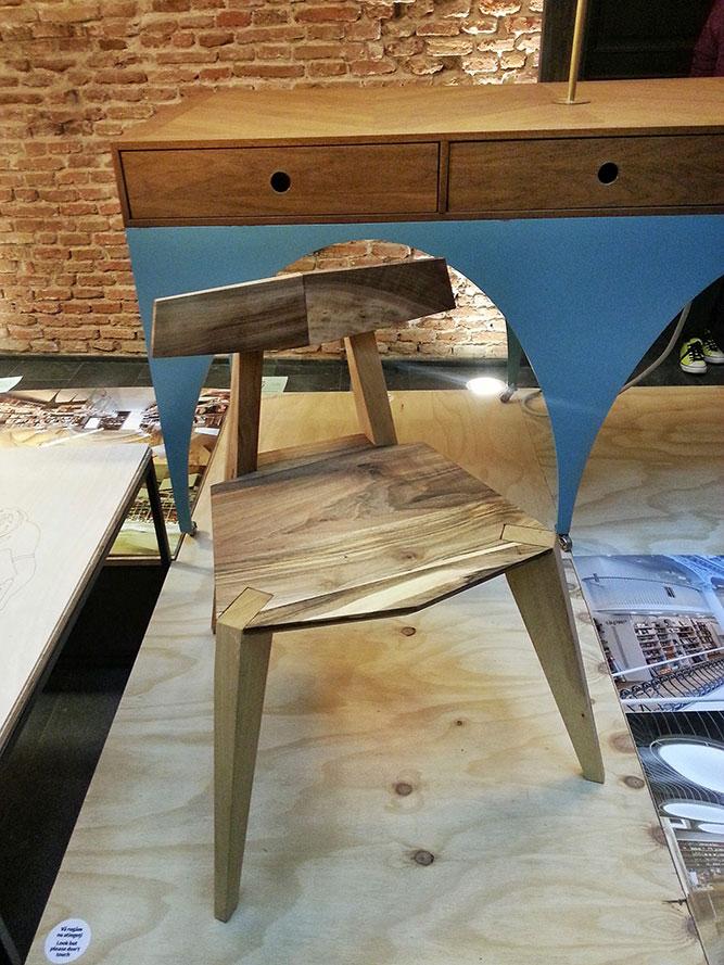 scaun-din-Carturesti-Carusel