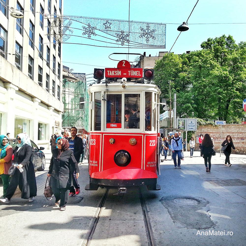 Piata Taksim - tramvaiul rosu