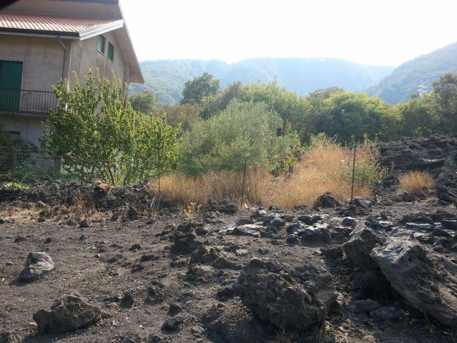casa norocoasa pe Etna