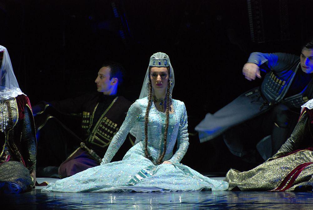 1. costume balet giorgian